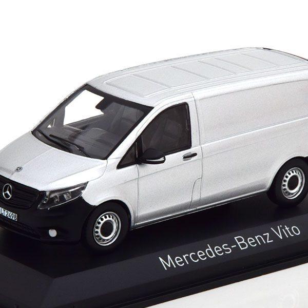 Mercedes-Benz Vito 2015 Zilver 1-43 Norev