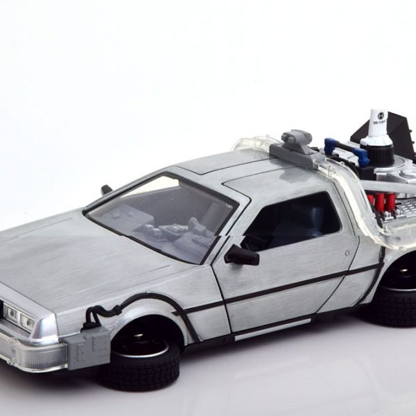 "De Lorean Time Machine ""Back to The Future 2"" Met Led Verlichting Matzilver 1-24 Jada Toys"
