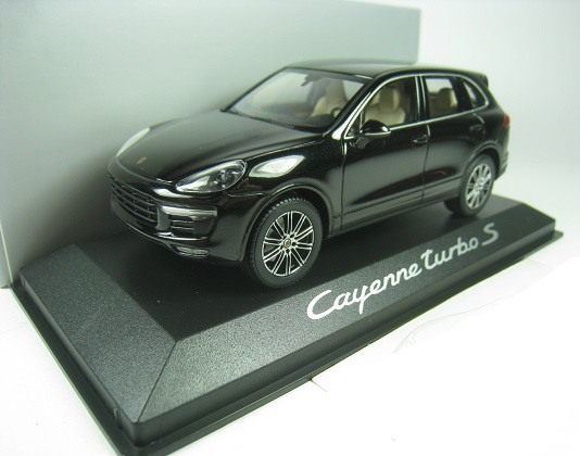 Porsche Cayenne Turbo S 2015 Deep Black Metallic 1-43 Minichamps