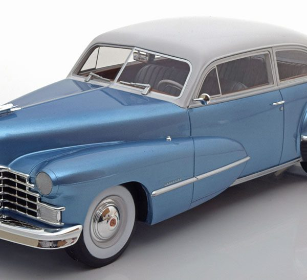 Cadillac Series 62 Club Coupe 1946 Lichtblauw / Grijs 1-18 BOS Models Limited 1000 Pieces