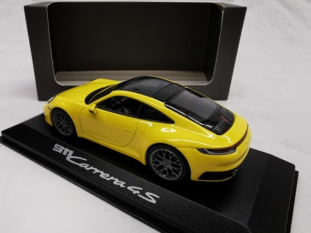Porsche 911 (992) Carrera 4S Coupe 2019 Geel 1-43 Minichamps ( Dealer )