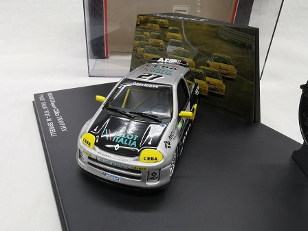 "Renault Sport Clio V6 Trophy 2000 #27 ""Pilot Italia"" M.Spinelli Zwart / Zilver / Geel 1-43 Eagle's Race Collectibles"