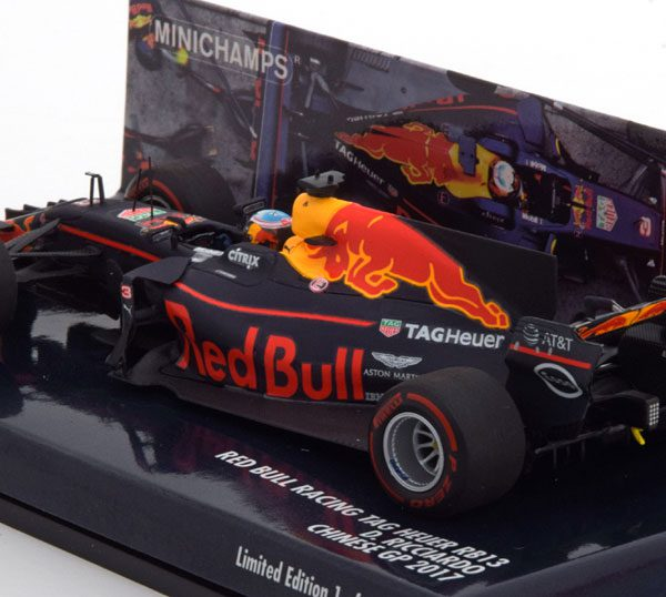 Red Bull Racing Tag Heuer RB13 GP China 2017 D.Ricciardo 1-43 Minichamps Limited 336 Pieces
