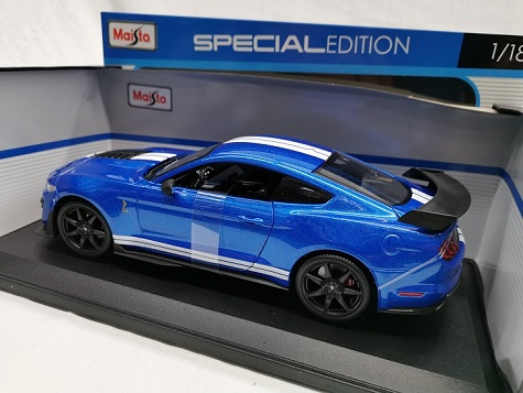 Shelby Mustang GT500 2020 Blauw / Wit 1-18 Maisto