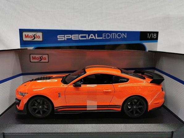Shelby Mustang GT500 2020 Oranje / Zwart 1-18 Maisto