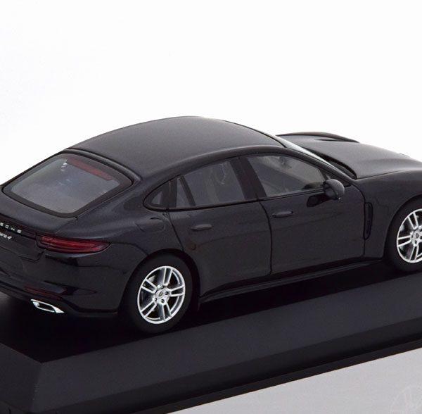 Porsche Panamera 4 (G2) 2017 Zwart Metallic 1-43 Herpa