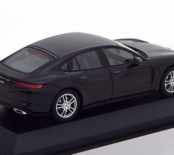 Porsche Panamera (G2) 2017 Zwart Metallic 1-43 Herpa