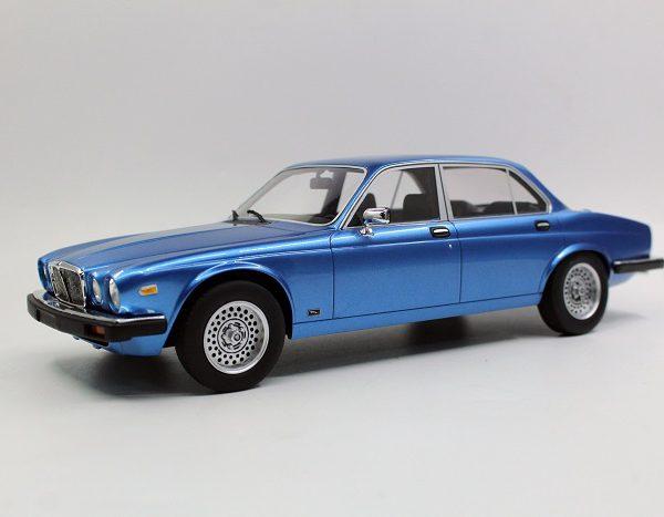 Jaguar XJ6 1982 Blauw Metallic 1-18 LS Collectibles Limited 100 Pieces