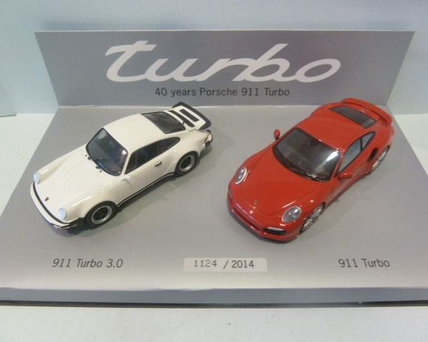 "Porsche 911 Turbo Set ""Porsche 911 ( 930) Turbo 1978 Wit / Porsche 911 ( 991 ) Turbo Rood"" 1-43 Minichamps Limited 2014 Pieces"
