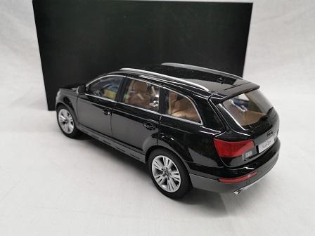Audi Q7 2013 Zwart 1-18 Kyosho