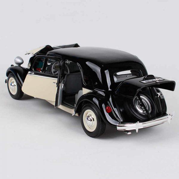 Citroen 15CV 6 Cyl 1952 Zwart/ Creme 1:18 Maisto