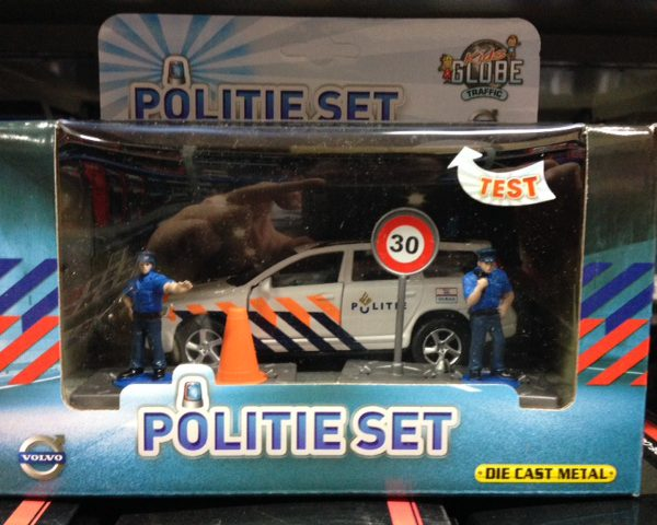 Volvo V70 Politie ( met Accessoires Light and Sound ) 1-36 Kids Globe Traffic