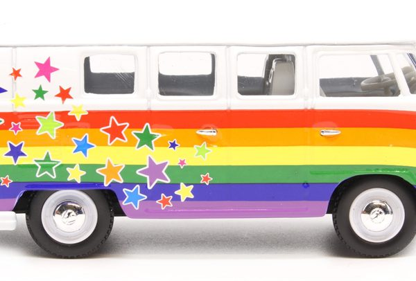 "Volkswagen Campervan ""Peace, Love & Wishe""1960 Wit/Rainbow 1-43 Corgi"