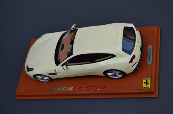 Ferrari GTC4 Lusso Ferrari Avorio Beige Metallic 1-18 BBR Models Inkl. Vitrine Limited 5 Pieces