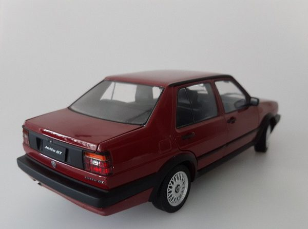 Volkswagen Jetta MK2 GT 1-18 Rood Missions Models