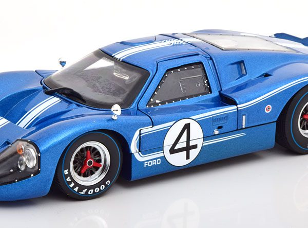 Ford GT40 MK 4 No.4, 24Hrs Le Mans 1967 Hulme/Ruby Blauw / Wit 1-18 Shelby Collectibles