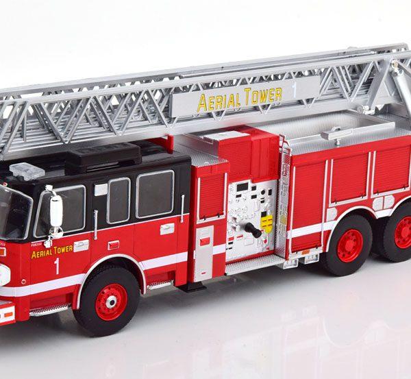 "Smeal 105 Aerial Ladder ""Brandweer"" 2015 Rood / Zwart 1-43 Ixo Models"
