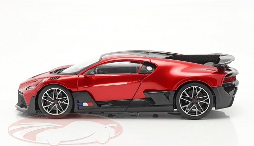 Bugatti Divo 2018 Rood / Zwart 1:18 Bburago