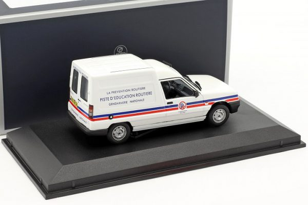 """Renault Express 1995 Gendarmerie """"La Prévention Routiere"""" Wit 1-43 Norev"""