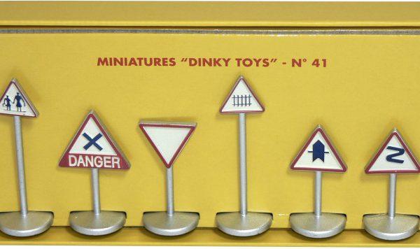 Coffret 6 Panneaux De Signalsation Route Set 1-43 Dinky Toys
