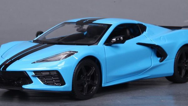 Chevrolet Corvette C8 Stingray Coupe Z51 2020 Lichtblauw / Zwart 1-24 Maisto