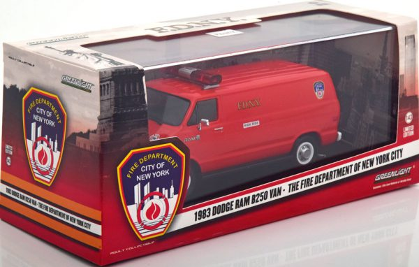 """Dodge Ram B250 Van 1983 """"The Fire Department of New York City"""" Rood 1-43 Greenlight Collectibles"""