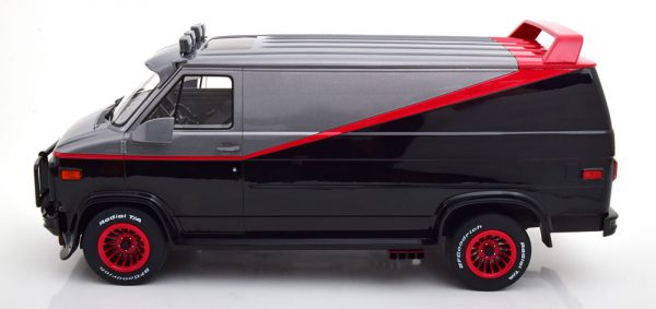 GMC Vandura Van 1983 ( Serie A-Team ) Zwart / Grijs / Rood 1-12 Greenlight Collectibles ( Bespoke Collection ) Resin