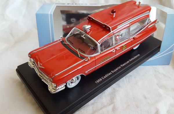"""Cadillac S&S Superior 1969 """"Rescue Ambulance"""" Rood 1:43 Neo Scale Models"""