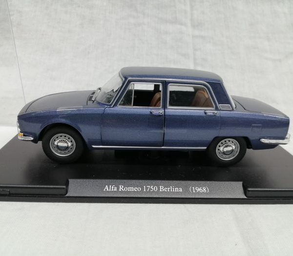 Alfa Romeo 1750 Berlina 1968 1-24 Blauw Hachette