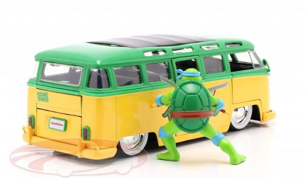 Volkswagen Bus T1 (Leonardo & TV Series Teenage Mutant Ninja Turtles Met figuur ) Groen / Geel 1-24 Jada Toys
