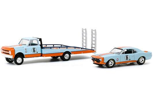 "Chevrolet C-30 Ramp Truck 1967 & Chevrolet Camaro 1967 ""Gulf Oil"" 1/64 Greenlight Collectibles"