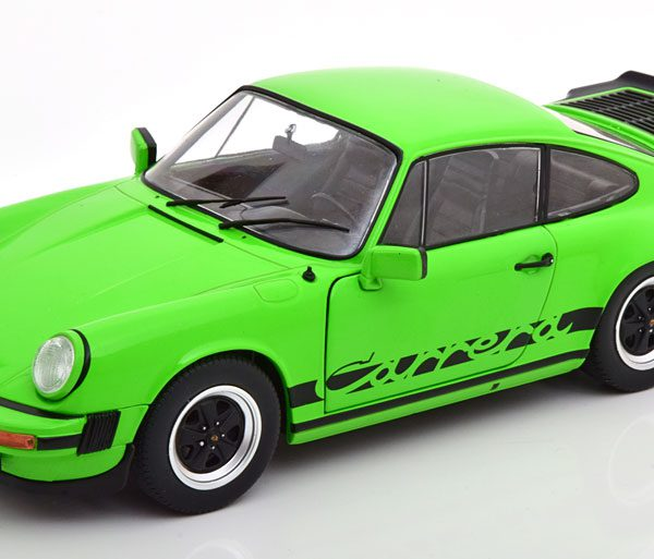 Porsche 911 ( 930 ) Carrera 3.2 1984 Groen / Zwart 1-18 Solido