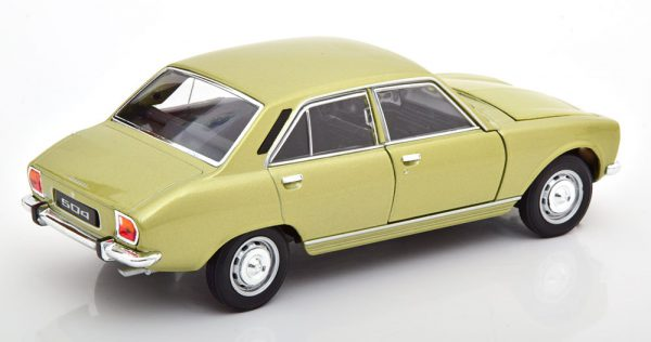 Peugeot 504 Limousine 1975 Helgroen Metallic 1-24 Welly