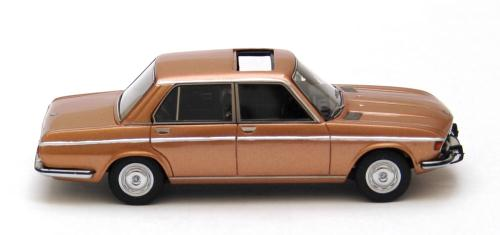 BMW 2800 (E3) 1969 Gold 1-43 Neo Scale Models