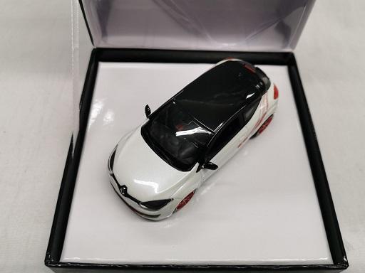 Renault Megane RS Trophy R 2020 Wit met Rode Velgen 1-43 Norev ( Giftbox )