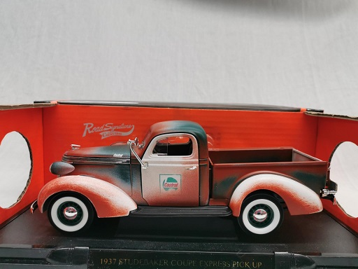 """Studebaker Coupe Express Pick Up 1937 """"Castrol"""" Rusty 1-18 Lucky Diecast ( Over gespoten )"""