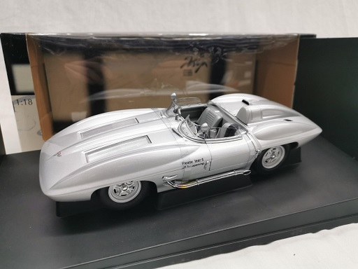 Chevrolet Corvette 1959 Stingray Zilver 1-18 Autoart