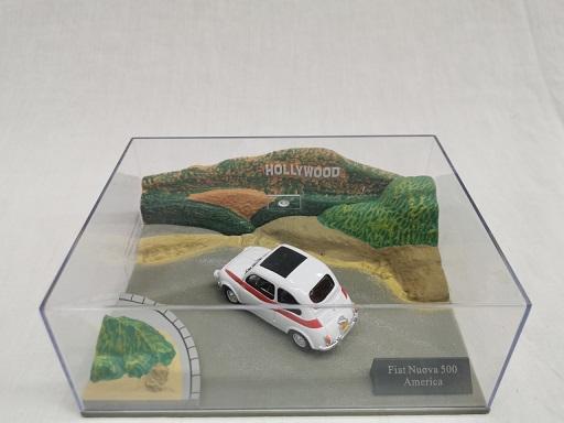 Fiat Nuova 500 America Wit / Rood 1-43 Altaya
