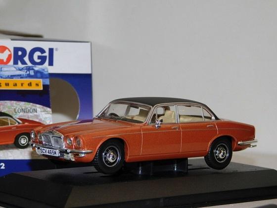 Daimler Double Six Series 2 (vanden plas/coral) 1:43 Vanguards (CORGI)