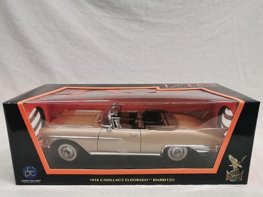 Cadillac Eldorado Biarritz 1958 Goud 1-18 Lucky Diecast