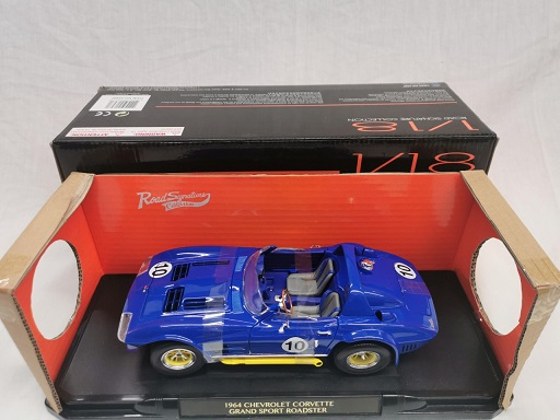 Chevrolet Corvette Grand Sport Roadster 1964 #10 Blauw 1-18 Lucky Diecast