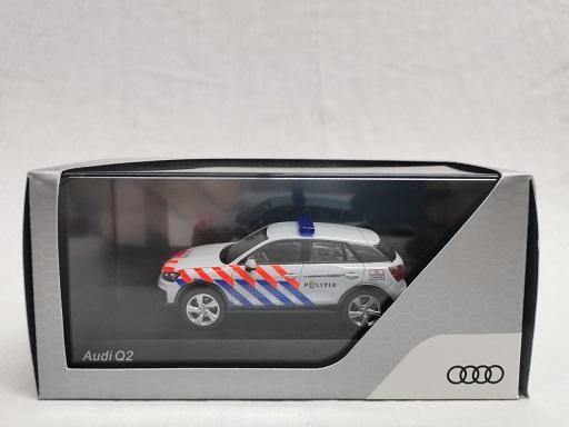 Audi Q2 Nederlandse Politie ( Oude Striping ) omgebouwd 1-43 Iscale