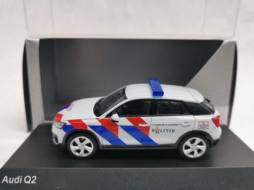 Audi Q2 Nederlandse Politie ( New Striping ) omgebouwd 1-43 Iscale