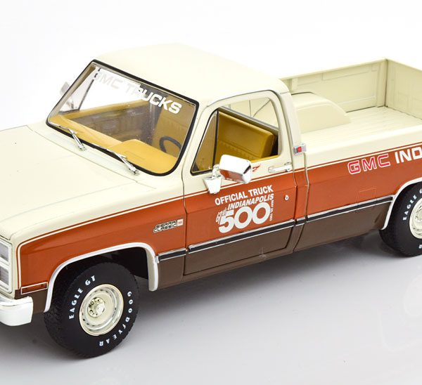 GMC 1500 Sierra Classic Official Truck 1983 67th Indiananpolis 500 Bruin / Beige 1-18 Greenlight Collectibles