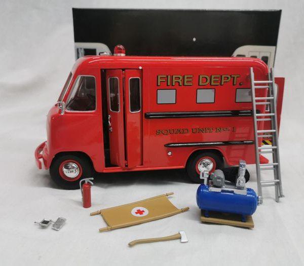 Ford Step Van Fire Department 1-24 Rood Unique Replicars