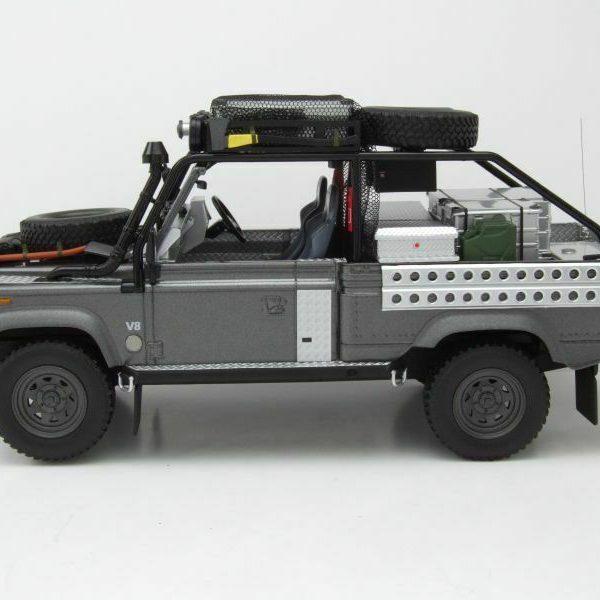 "Land Rover Defender 90 ""Lara Croft Tomb Raider"" 2001 Grijs 1/18 Kyosho"