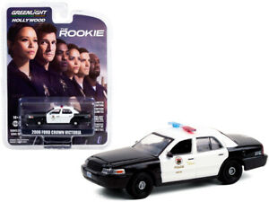 Ford Crown Victoria 2008 The Rookie 1-64 Greenlight Hollywood Collection