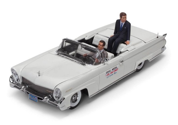 """Lincoln Continental MKIII Convertible """"John F.Kennedy"""" in Oregon 1960 (with 2 figures) 1/18 Sun Star"""