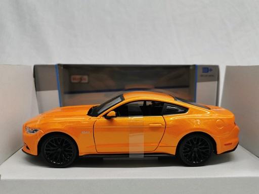 Ford Mustang GT 2015 Oranje Metallic 1-24 Maisto