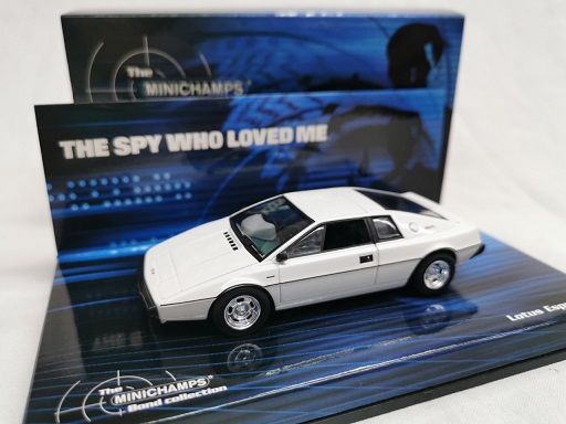 "Lotus Esprit S1 James Bond ""The Spy Who Loved Me"" Wit 1-43 Minichamps Bond Collection"